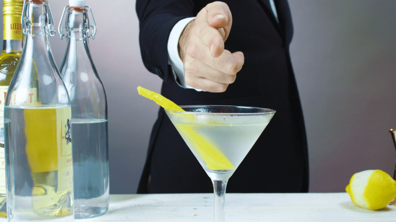 Vodka martini, así puedes preparar la legendaria bebida preferida de James Bond