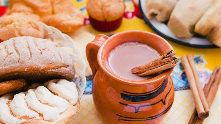 Atole de galletas de animalito, una bebida caliente ideal para la temporada invernal